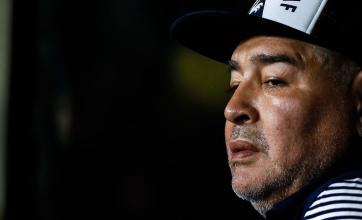 A días de cumplir 60 años, Maradona enfrenta una nueva crisis familiar: los echó a todos de su casa