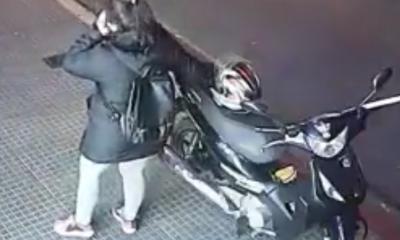 Corrientes: robó un casco y quedó escrachada en un vídeo