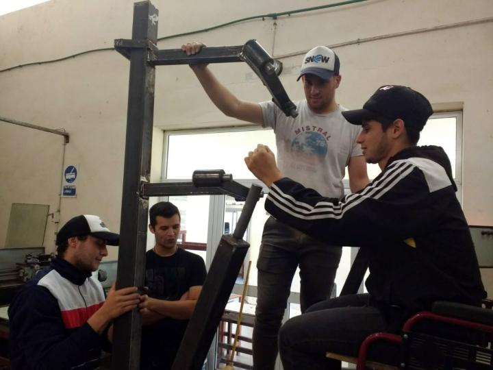 estudiantes_de_corrientes_disenan_y_construyen_aparatos_de_gimnasia_adaptados_para_personas_con_discapacidad_motriz_3.jpg