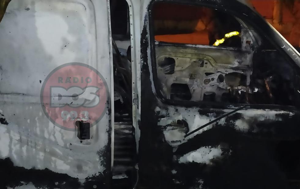 Video: Incendiaron la camioneta de un comercio en pleno centro de Corrientes