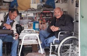 """Entrevista exclusiva: El canillita """"Indio"""" Silva cumplió 93 años y fue víctima de un nuevo robo"""