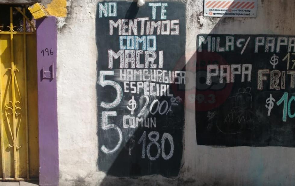 El ingenioso cartel de una hamburguesería contra Mauricio Macri en Corrientes