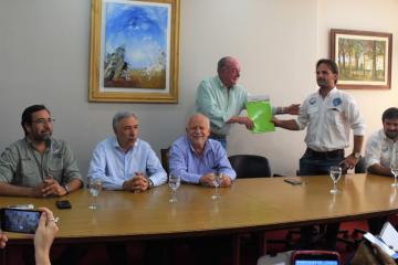 lanzamiento torneo de pesca LA PREVIA 2-entrega de resolucion (1).jpg