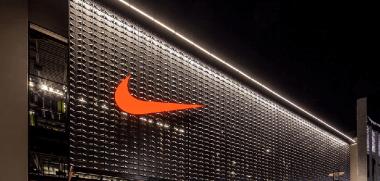 Nike tienda exterior oscura 948.png