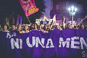 300px-Manifestación_niunamenos_ante_el_femicidio_de_Agustina_Imvilkeried_-_Ciudad_de_Santa_Fe_-_05.jpg