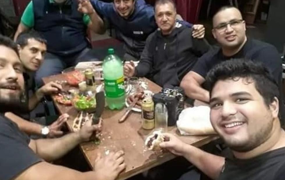 Corrientes: violaron la cuarentena para comer un asado en el teatro Vera