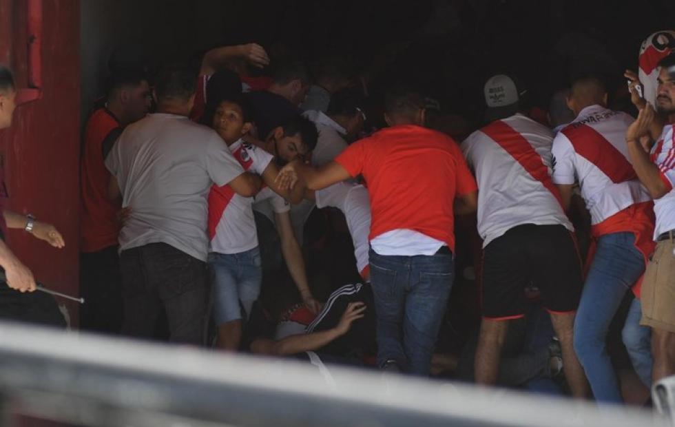 Corridas y graves incidentes en los alrededores del Monumental: Así fue la previa de la Superfinal