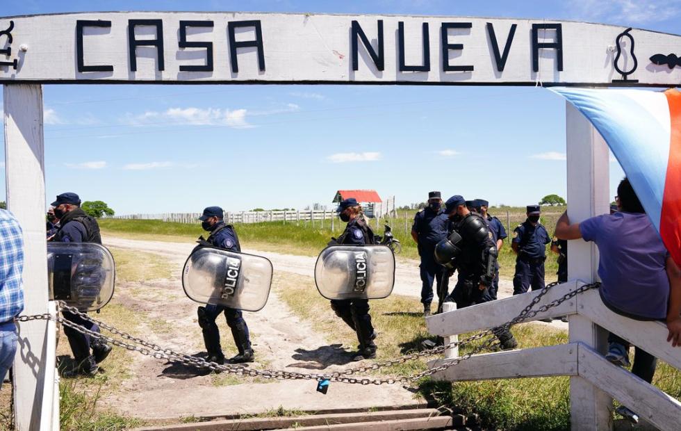 La Policía entró al campo de los Etchevehere y comienza el desalojo de la ocupación