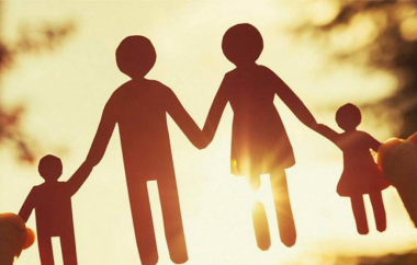 familia adoptiva.jpg