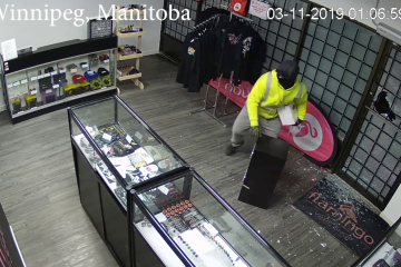 WINNIPEG VAPE SHOP ROBBERY/BREAK IN!! (EXCLUSIVE FOOTAGE)