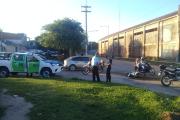 Una mujer y un hombre sufrieron heridas leves tras choque de un carro y una moto