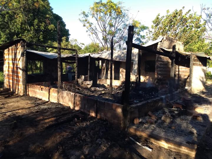 casa incendiada saladas.jpg