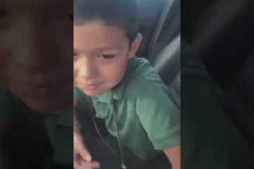 Mamá le hace broma a hijo y su reacción es la más conmovedora