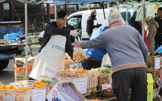 Más de un centenar de emprendedores participaron en el primer Mercado en tu Barrio