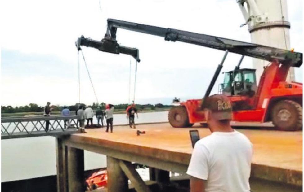 Vídeo: Joven murió aplastado al caer una grúa en un puerto
