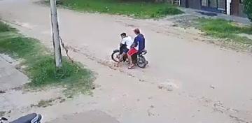 Increíble: Intentó robar una moto en Corrientes con una sola pierna