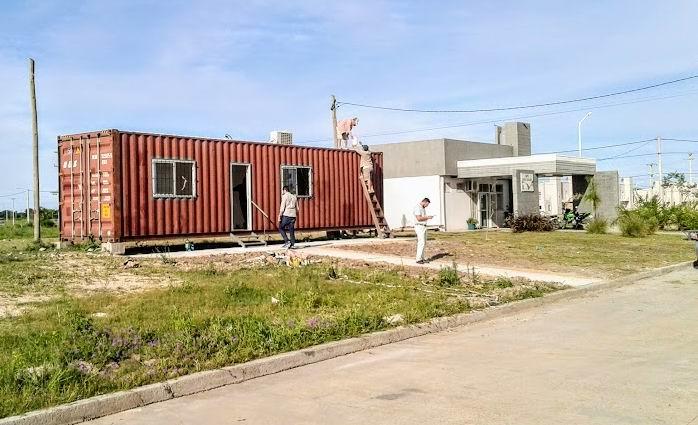 caja municipal container.jpg