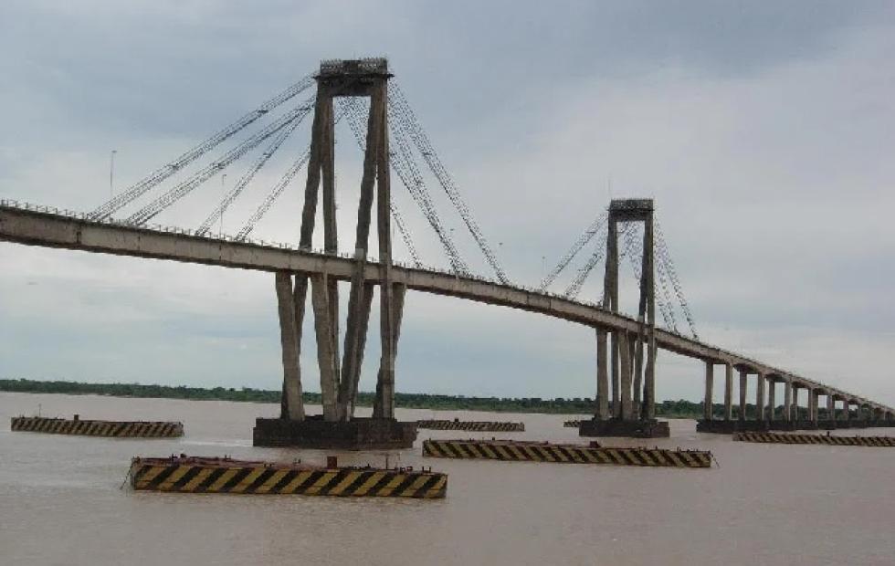 Héroes: Chofer y pasajeros evitaron que una mujer se arrojara al río Paraná