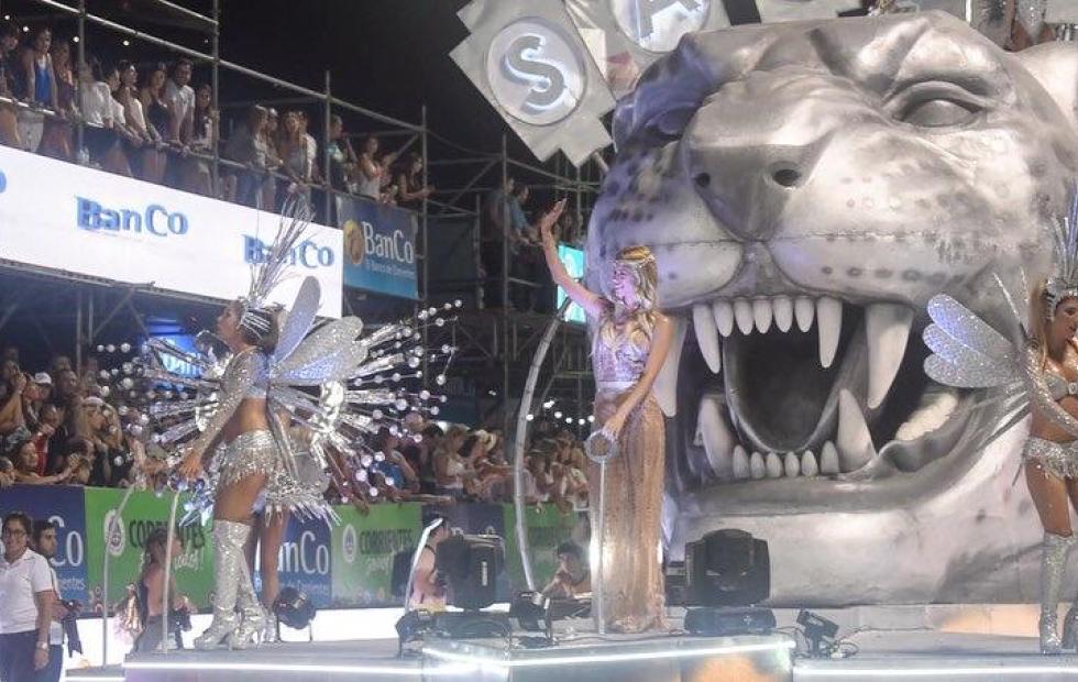 Video: Primer fin de semana a pleno en el Carnaval de Corrientes con Nicole Neumann