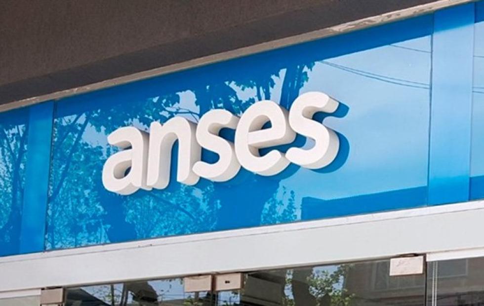 Anses: El Gobierno oficializó el aumento de 2,3% más una suma fija de $1.500 para los jubilados