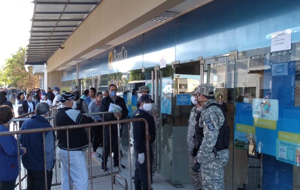 Urgencia en cuarentena: Los bancos atenderán sábado y domingo para pagar jubilados y beneficiarios de AUH