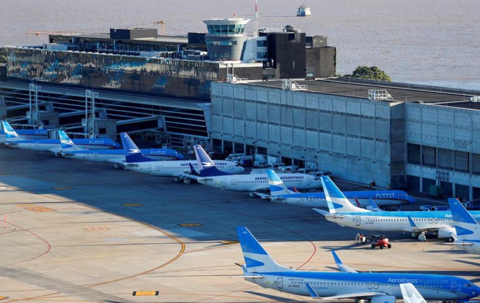 A partir de mañana regresan los vuelos regulares y los micros de larga distancia