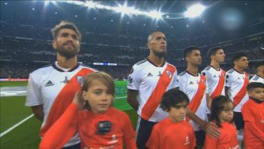 el-himno-argentino-sono-en-el-santiago-bernabev_862x485.jpg