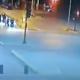 Video de terrible accidente: un chico en skate fue atropellado violentamente por un auto