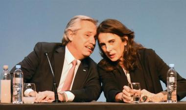 El presidente de la Nación, Alberto Fernández, con la ministra de Desarrollo Territorial y Hábitat, María Eugenia Bielsa.