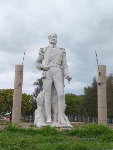 estatua sin sable.jpg