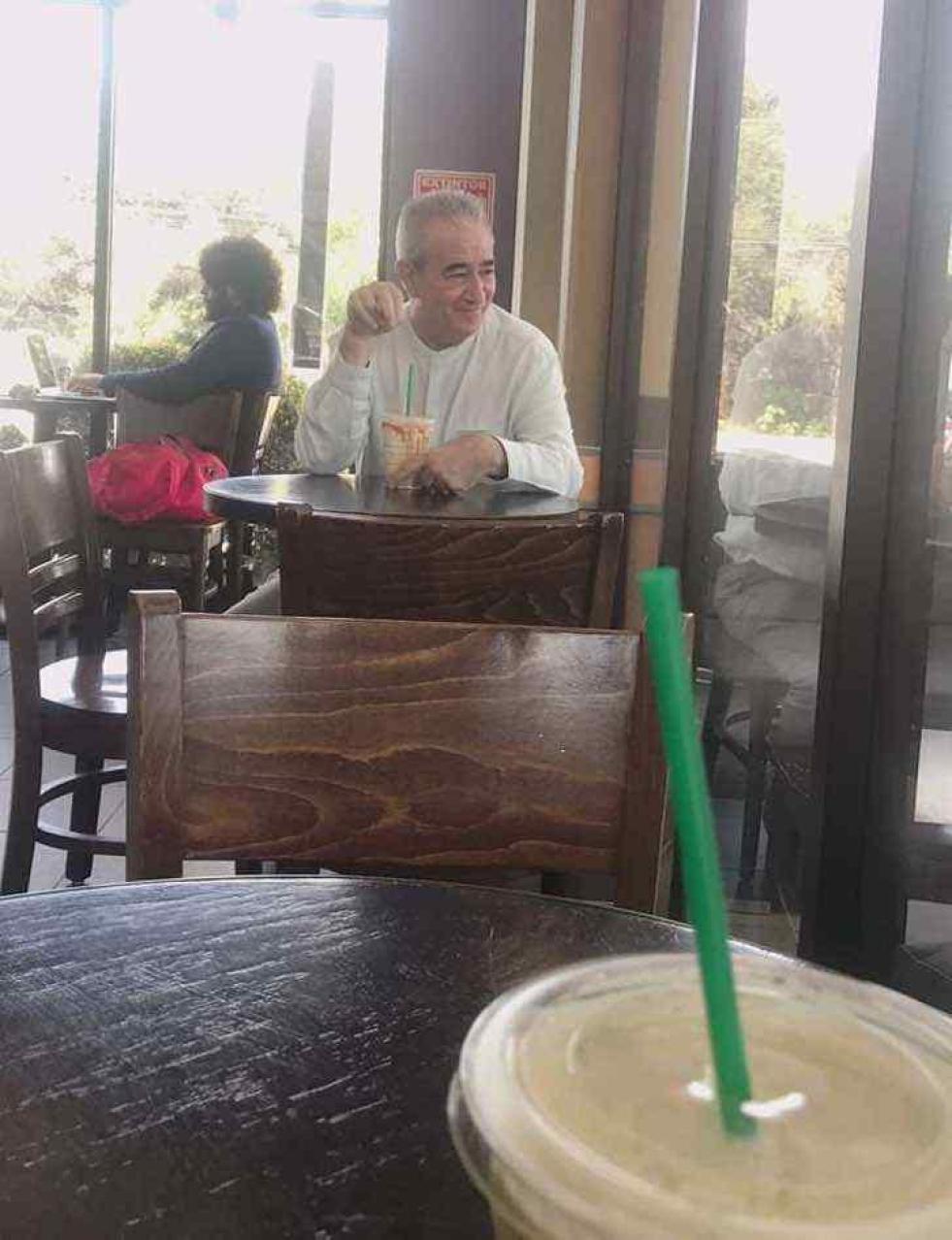 Un padre acompañó a su hija a una cita de Tinder para vigilarla | #LaDos