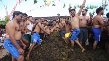 181109185817-gorehabba-festival-estiercol-vaca-bano-india-alejar-enfermedades-digital-original-pkg-es-viral-00000213-full-169.jpg