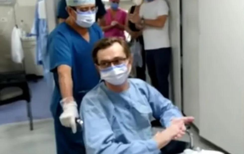 El médico que emocionó a todos: venció al coronavirus y perdió 28 kilos