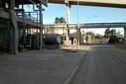 Un hombre murió aplastado por su propio camión en una planta industrial