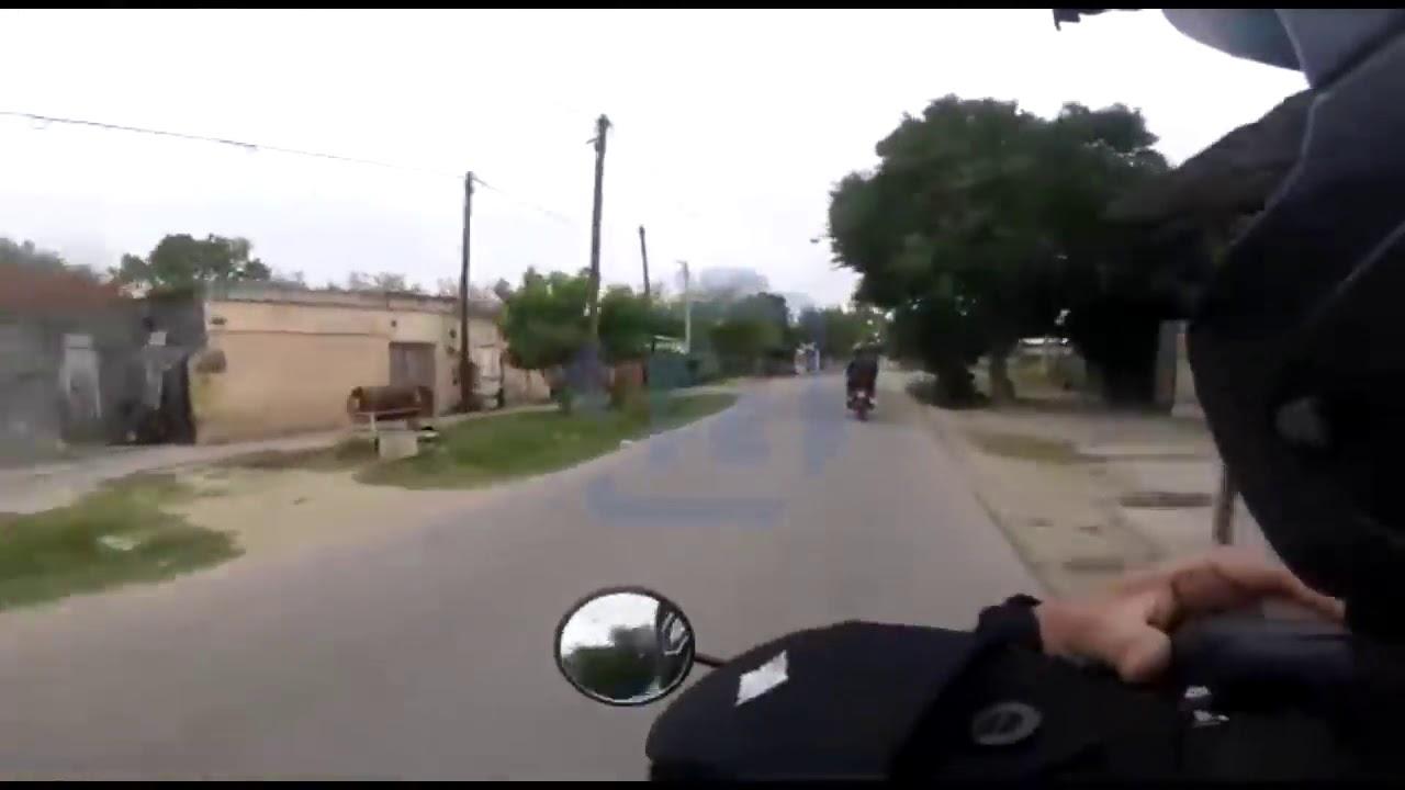 5445d038a4a El increíble video en primera persona de una persecución policial a dos  motochorros | #LaDos