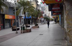 Viernes Santo: Comercios céntricos cerraron, pero abrieron varios gastronómicos y kioscos