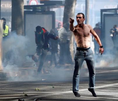 """Tensión en París tras el desastre de Notre Dame: alerta por la aparición de """"chalecos ultra amarillos"""""""