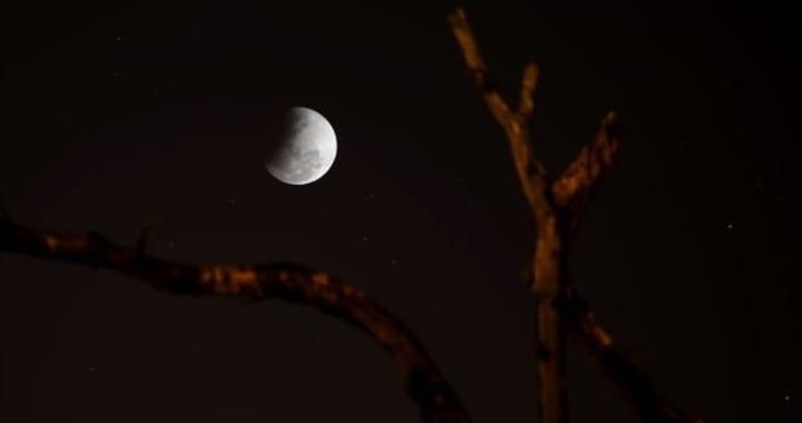 eclipse lunar corrientes.jpg