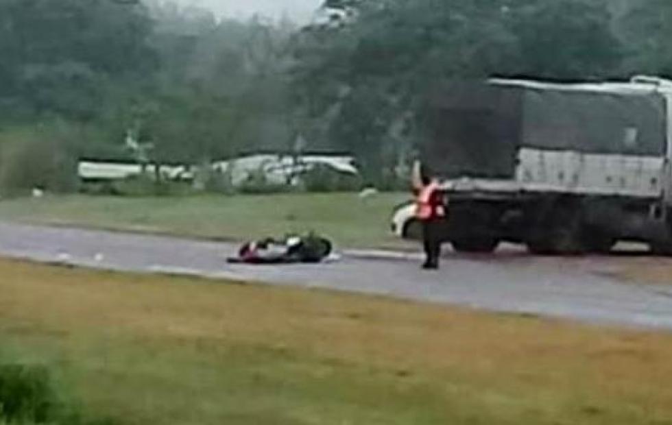 Video: Dos muertos en un choque entre un camión y una moto en la ruta 27