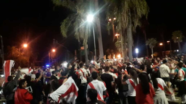 Los fanáticos de River llenaron la Costanera en Corrientes
