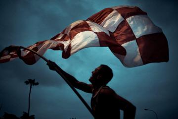 ¡El banderazo de River en el Parque Kennedy de Lima, a horas de la Gran Final de la Libertadores!