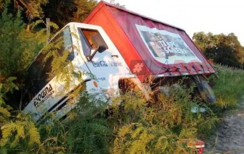 Corrientes: Volcó un camión repleto de cervezas sobre Ruta 126