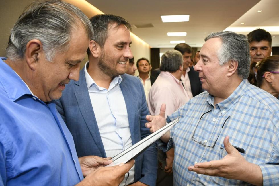 intendente de san luis del palmar con funcionario nacional.jpg