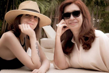 Cristina y su hija.jpg