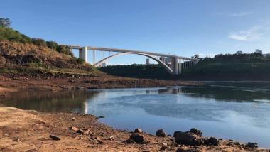 Preocupa la histórica bajante del río Paraná y tensa la relación con Brasil
