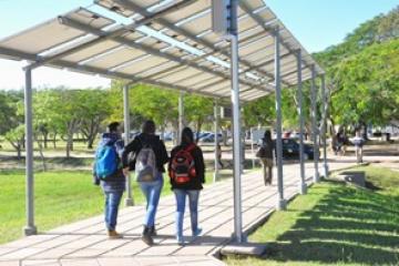 Pérgola en el campus Deodoro Roca de la UNNE.jpg