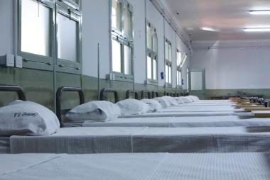 Camas hospital de campaña.jpg