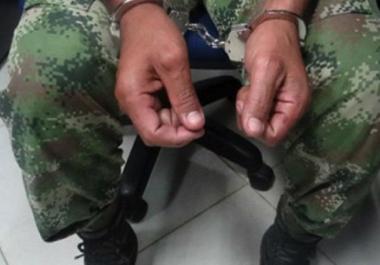 Un militar violó a sus tres hijos de 4, 10 y 12 años