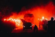 El impresionante pasillo de fuego de los hinchas para recibir al Zenit