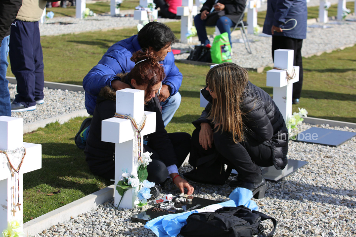 Islas-Malvinas-Cementerio-Darwin-13-0319-8 (1).jpg